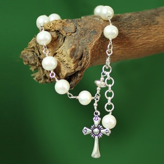 Sterling Silver 'Divine Hope' Pearl Bracelet (8 mm) (India)