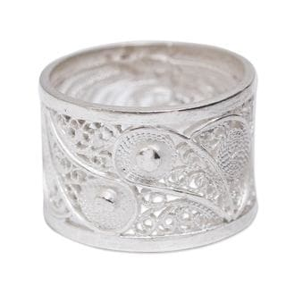 Handcrafted Sterling Silver 'Yin Yang Glow' Ring (Peru)