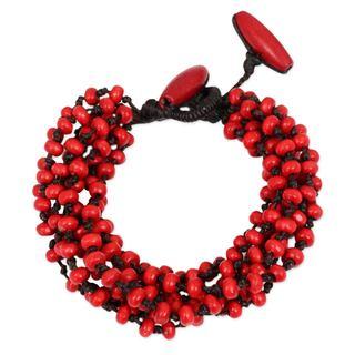 Handcrafted Littleleaf Boxwood 'Opulent Red' Bracelet (Thailand)