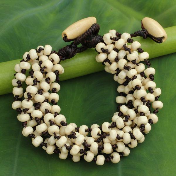 Handmade Littleleaf Boxwood 'Natural Belle' Bracelet (Thailand) 15065369