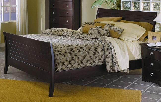 Syracuse Merlot Queen-size Sleigh Bed