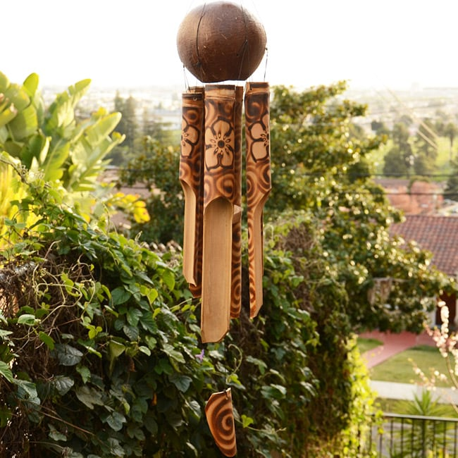 Bamboo and Coconut 20-inch Burnt Hibiscus Chime (Indonesia)