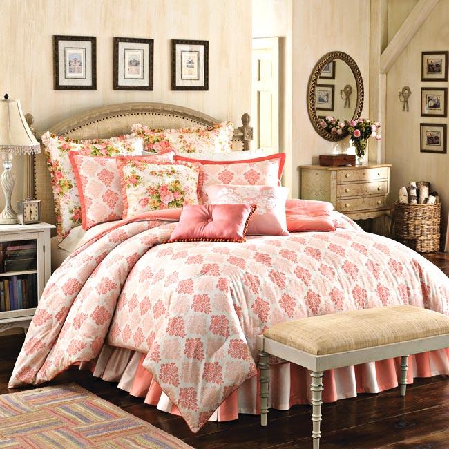 Mary Jane Farm Vintage Romance King Size 4 Piece Comforter