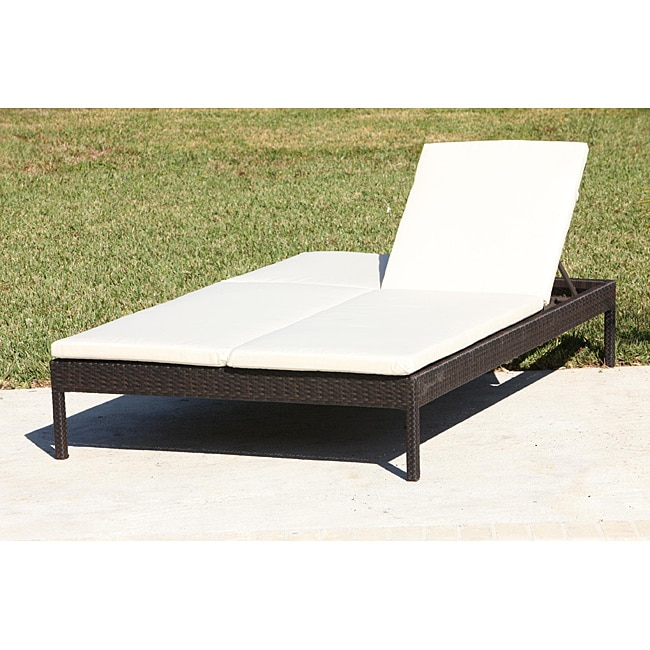 Resin wicker double chaise lounge 13499278 overstock for Chaise longue double exterieur