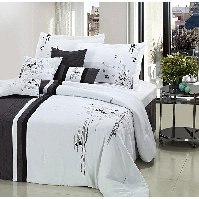Arabesque Black/ White Oversized 8-piece Comforter Set