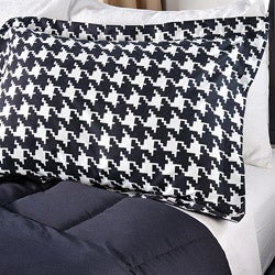 White/ Black Houndstooth 3-Piece King-size Comforter Set