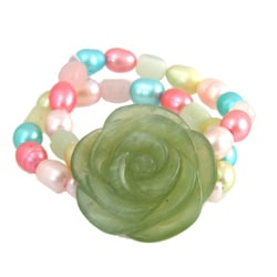Carved Serpentine Flower and FW Pearl Stretch Bracelet (4-10 mm)