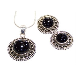Handmade Black Onyx Necklace & Earring Set (India)