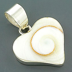 Sterling Silver Shiva Shell Heart-shape Pendant (Indonesia)