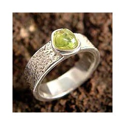 Love Forever Exquisite Unity Handmade Artisan Designer Jewelry Sterling Silver Green Peridot Gemstone Solitaire Ring (Peru)