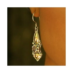 Gold 'Amethyst Dewdrop' Dangle Earrings (Indonesia)