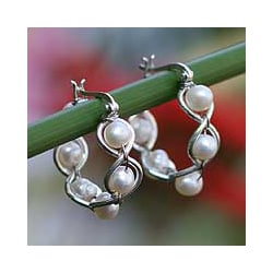 Sterling Silver 'Cloud Twist' Pearl Hoop Earrings (5 mm) (Thailand)