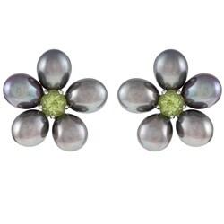 Kabella Sterling Silver Black Freshwater Pearl and Peridot Flower Earrings (6-7 mm)