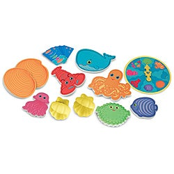 Melissa & Doug Seafood Sandwich Stacking Pool Game