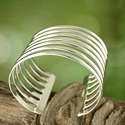 Handcrafted Alpaca Silver 'Concentric Semicircles' Cuff Bracelet ( Mexico)