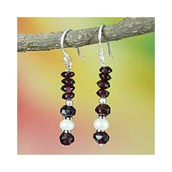Sterling Silver 'True Love' Garnet and Pearl Earrings (5 mm) (India)