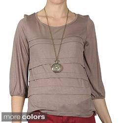 Journee Collection Women's Three-quarter Sleeve Scoop Neck Top