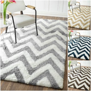nuLOOM Handmade Cozy Soft and Plush Chevron Shag Rug (7'6 x 9'6)