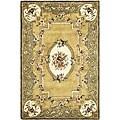 Safavieh Handmade Classic Saveh Light Gold/ Green Wool Rug (4' x 6')