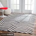 nuLOOM Handmade Alexa Chevron Wool Rug (7'6 x 9'6)