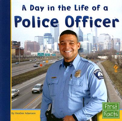 A Day in the Life of a Police Officer (Paperback)