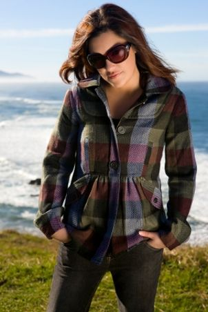 How to Dress up Women's Plaid Shirts