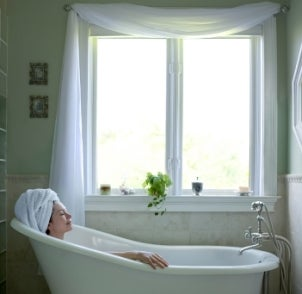 Best Window Decor Ideas for Bathrooms | Overstock.