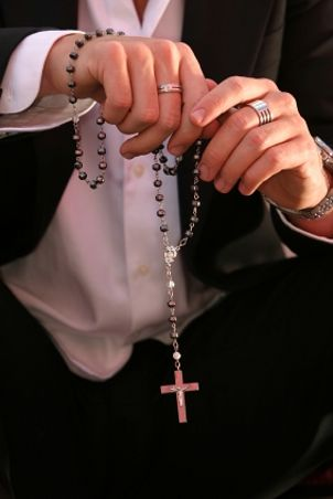 FAQs about Cross Necklaces