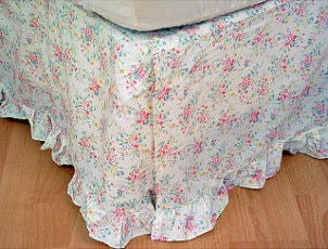 Floral bedskirt with ruffles