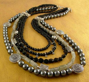 Best Ways to Wear Onyx Necklaces