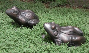 How to Decorate Your Yard with Garden Statues