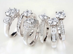 Display of diamond rings