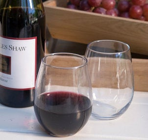 Elegant stemless wine glasses with red wine