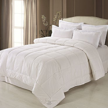 White comforter set on light bed