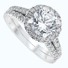 Round diamond in halo setting with double band