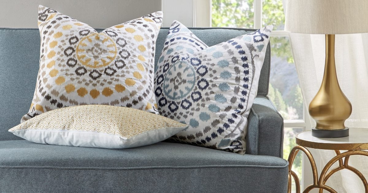 How to Use Decorative Pillows in the Living Room - Overstock.com