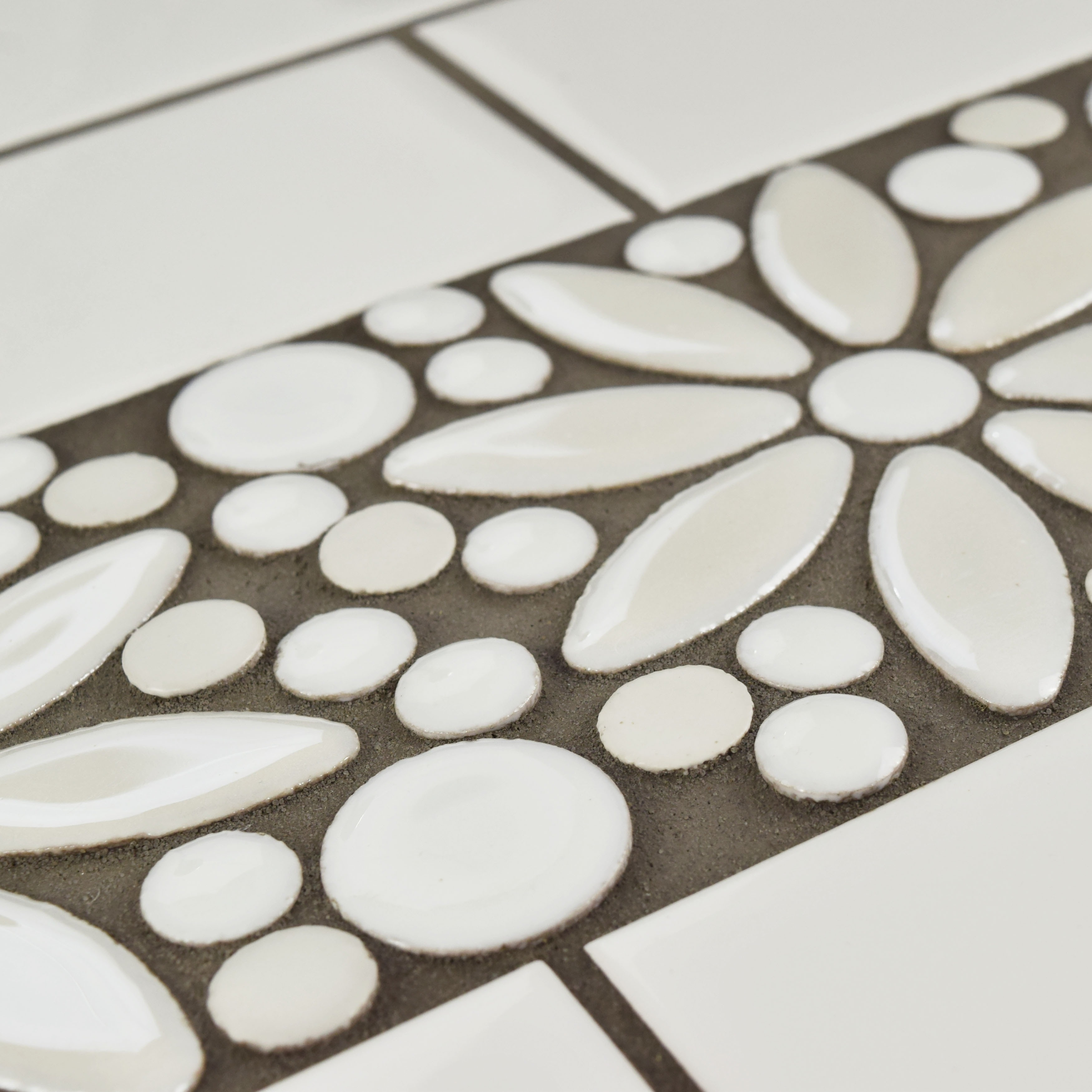 SomerTile 4.25x12.75-inch Andromeda Penny Flower White Porcelain Mosaic  Border Floor and Wall Tile ( - Free Shipping Today - Overstock.com -  18060282