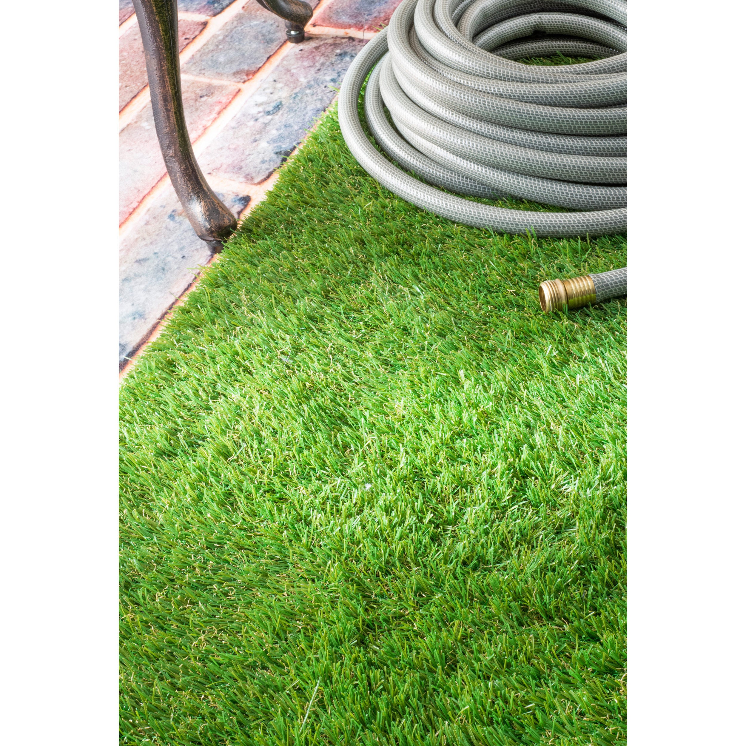 Shop nuLOOM Artificial Grass Outdoor Lawn Turf Green Patio Rug (6\'7 ...