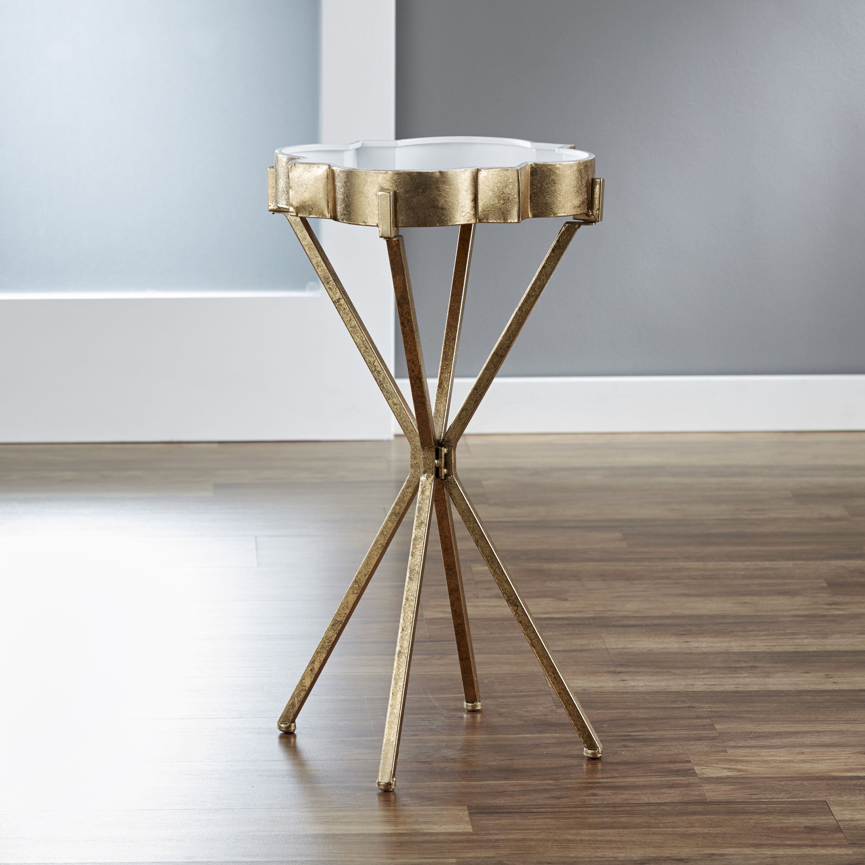 Gentil Shop InnerSpace Quatrefoil Goldtone Tray Table   Free Shipping Today    Overstock.com   12279100