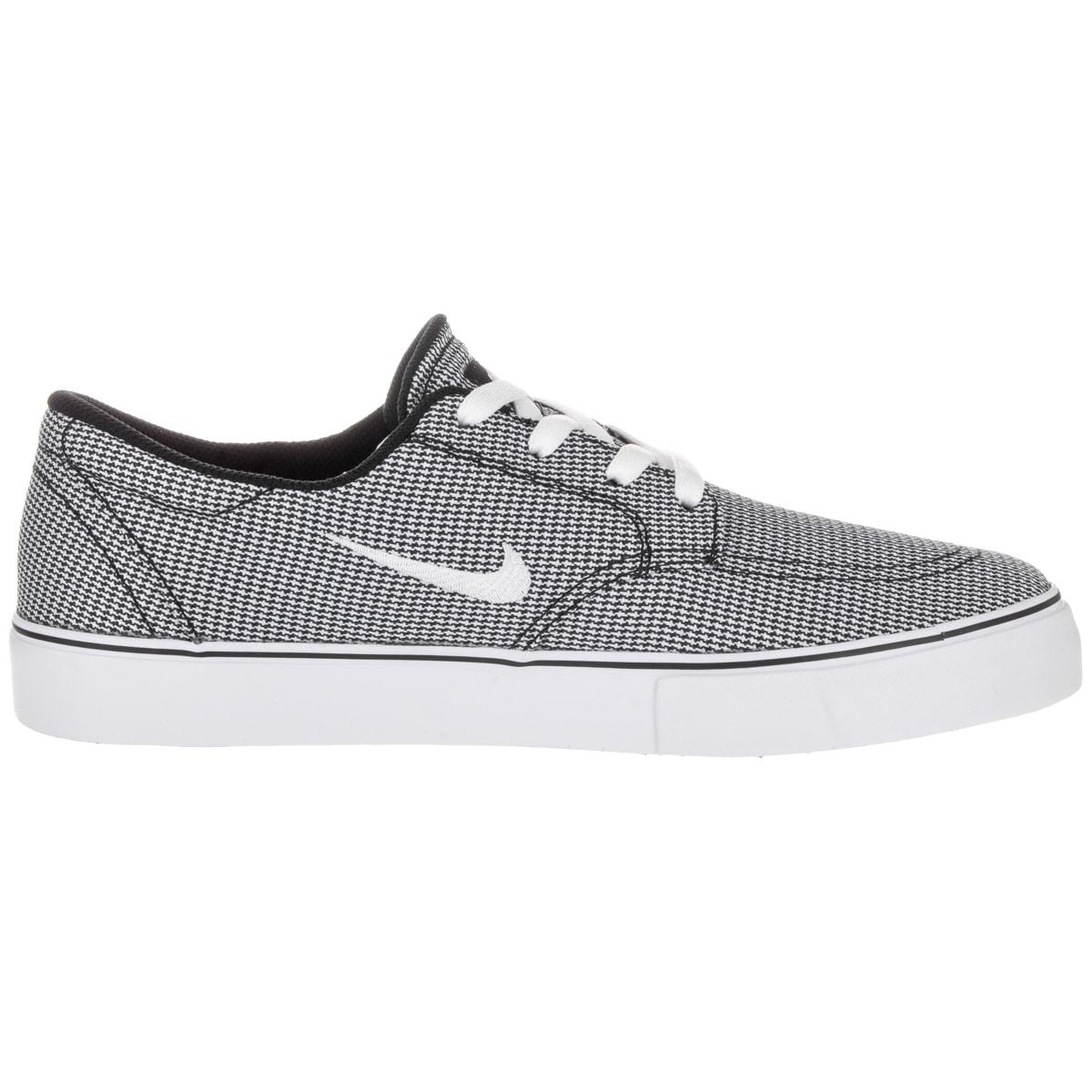 58a09cecc09f Shop Nike Men s Sb Clutch Premium Black White Gum Light Brown Skate Shoe -  Free Shipping Today - Overstock - 12329294