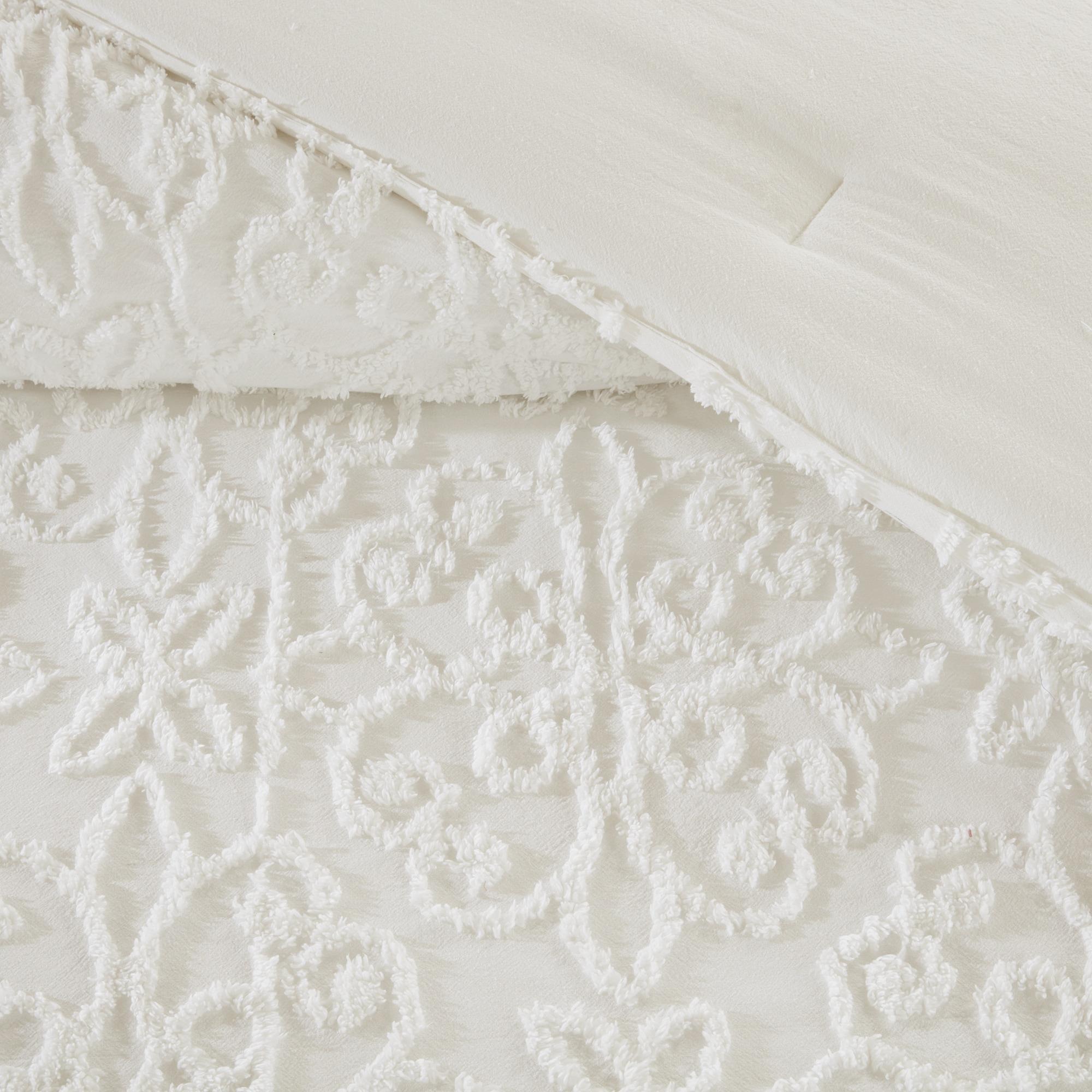 New Madison Park Sarah White Tufted Comforter 4 Piece Set Full/ Queen  OV29