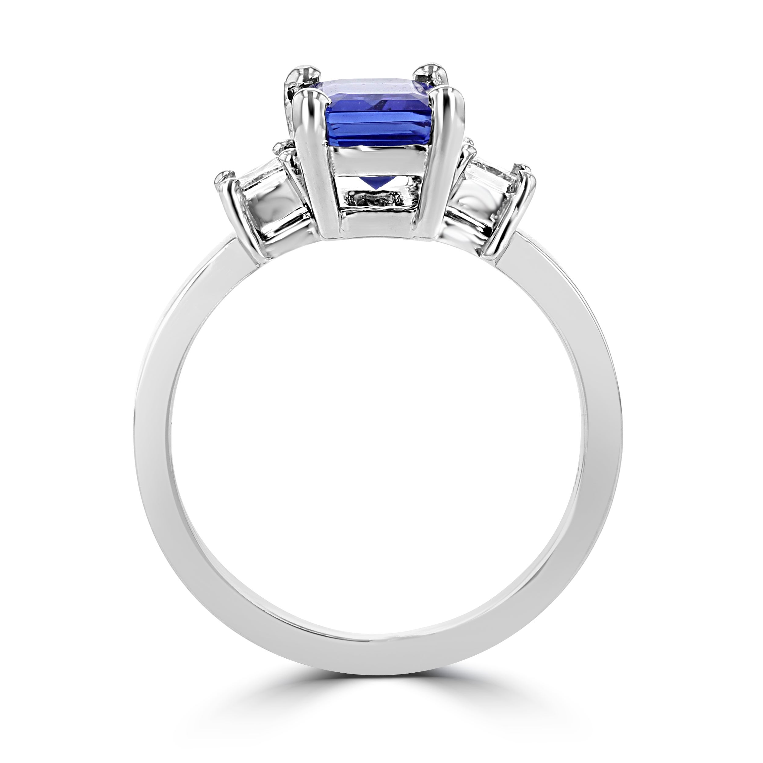 ring round princess with l white diamond center tanzanite cut gold