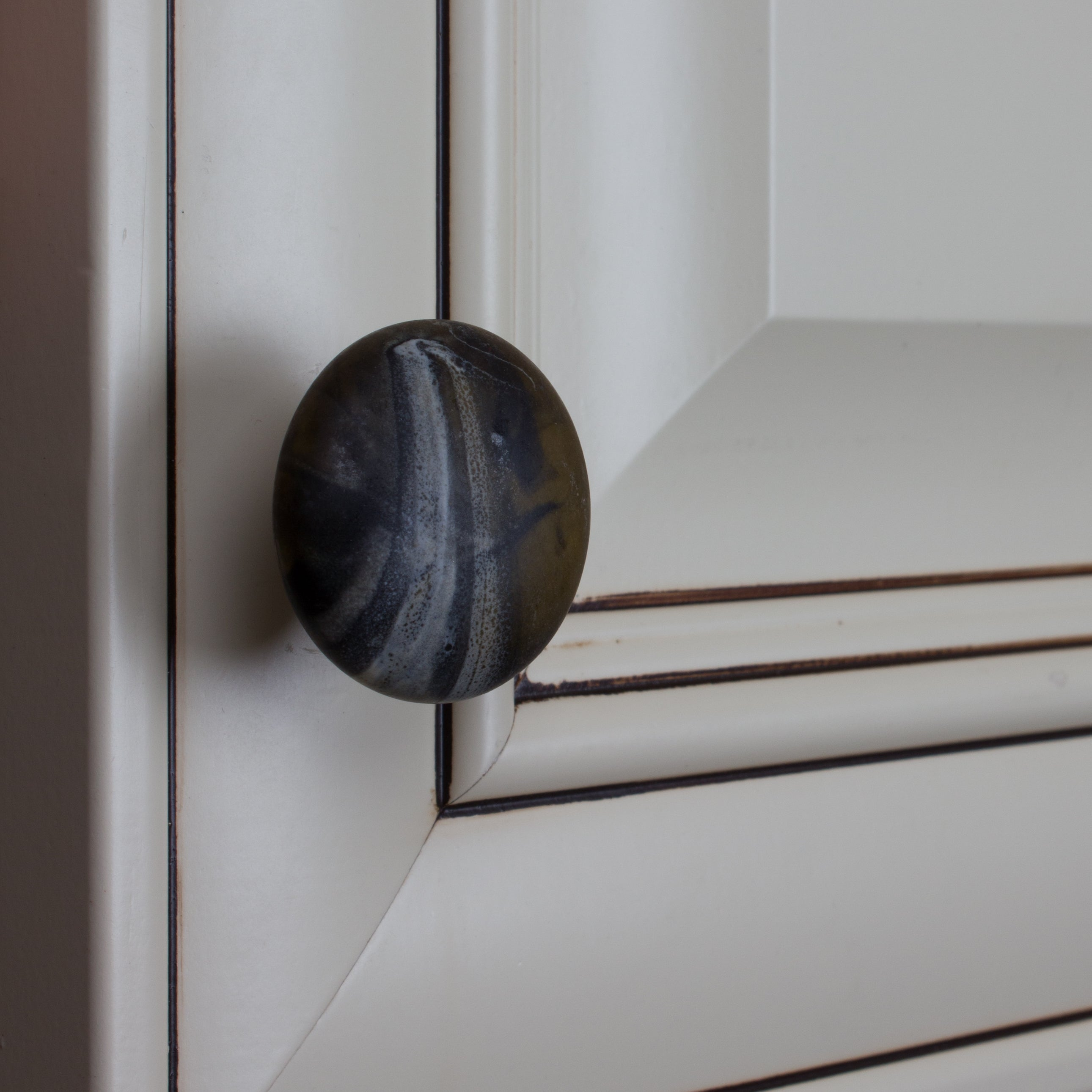 Shop GlideRite 1.5 Inch Round River Rock Stone Finish Ceramic Cabinet Knobs  (Pack Of 10 Or 25)   Free Shipping On Orders Over $45   Overstock.com    16636770