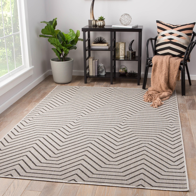 Clarion Indoor/ Outdoor Geometric Light Gray/ Black Area Rug (5' X 7'6