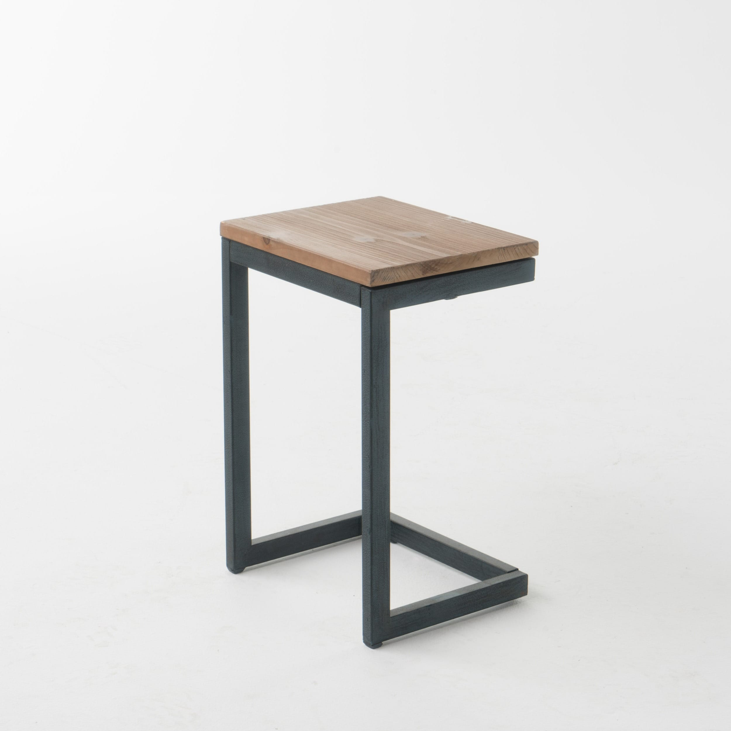 Shop Caspian Outdoor Wood C Shaped Side Table By Christopher Knight Home    Free Shipping On Orders Over $45   Overstock.com   19459885