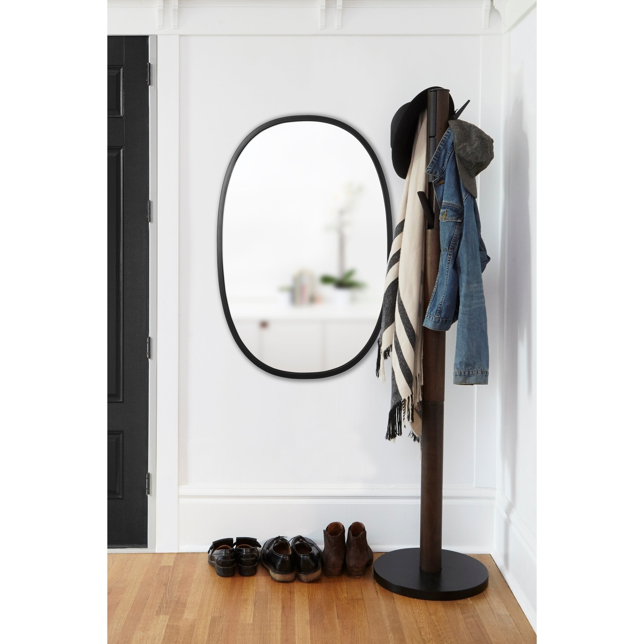 Shop Umbra Hub Mirror Black Oval 24 Inches X 36 Inches   On Sale   Free  Shipping Today   Overstock.com   19886829