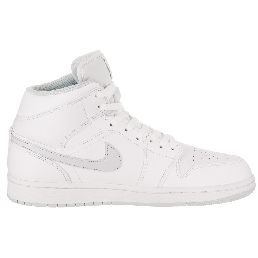 the best attitude 19863 95dc3 Shop Nike Jordan Men s Air Jordan 1 Mid Basketball Shoe - Free Shipping  Today - Overstock.com - 20289407