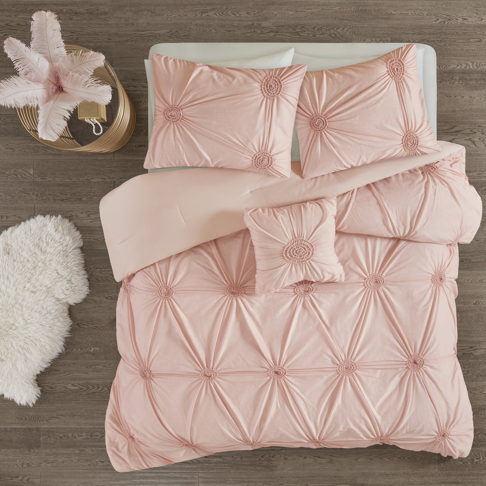Madison Park Lorilyn Blush 4-piece Comforter Set with Elastic ...