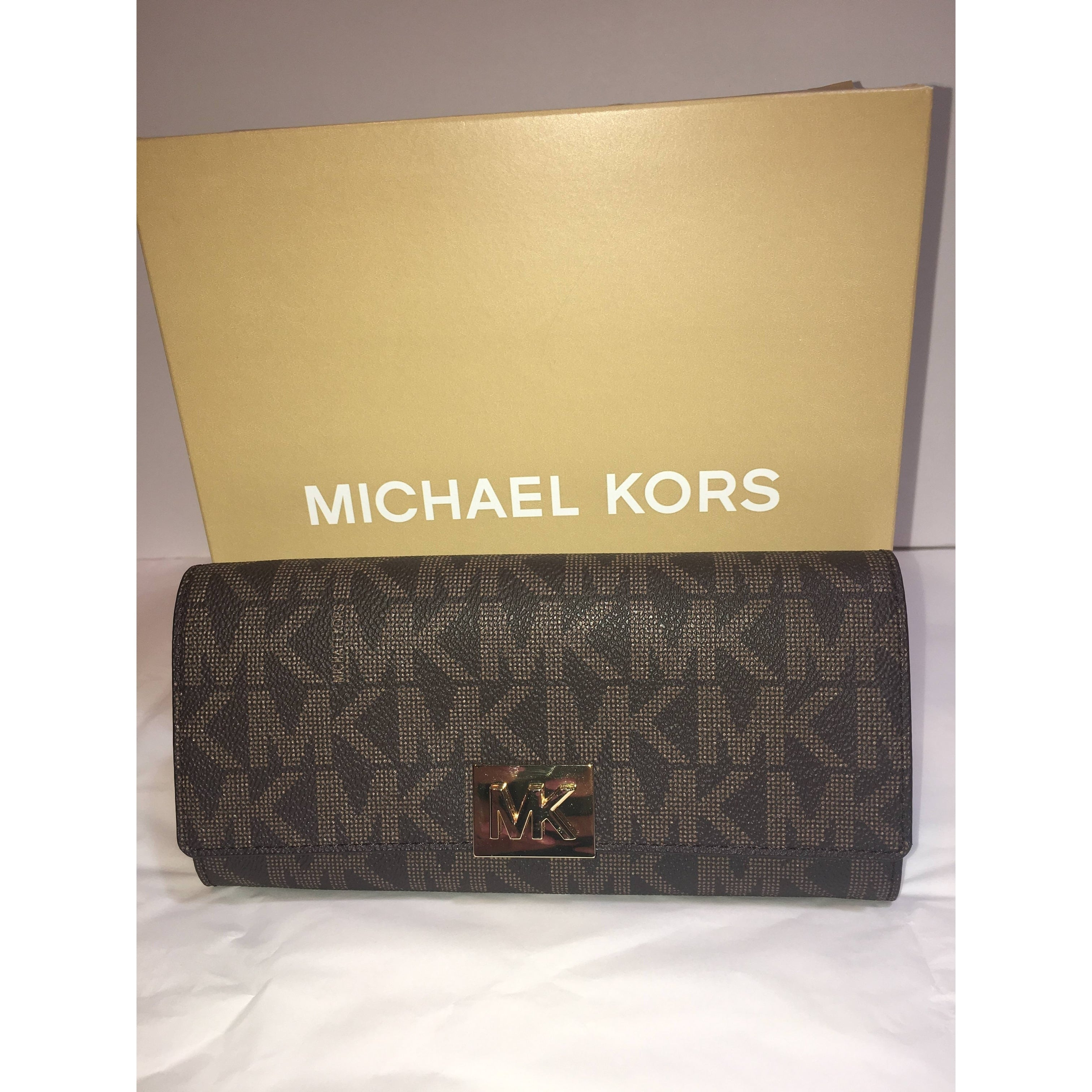 678aba988091 Shop Michael Kors Mindy Carryall PVC Flap Wallet Clutch - Free Shipping  Today - Overstock - 22465309