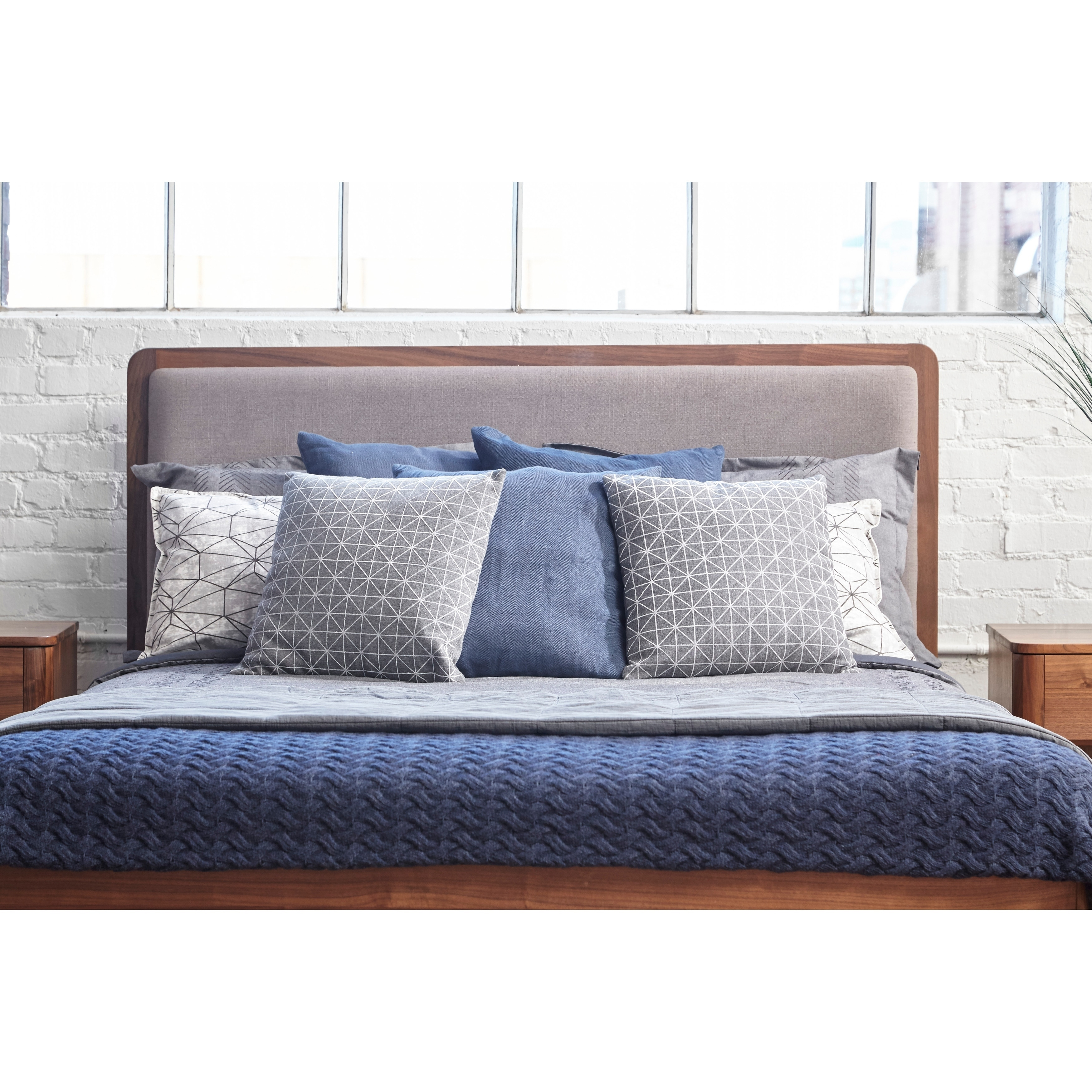 65ab0126183bb Shop Kirkwood American Walnut Mid Century Modern Queen Platform Bed - On  Sale - Free Shipping Today - Overstock - 25443862